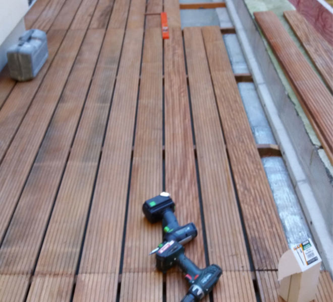 terrasse en bois outils marron
